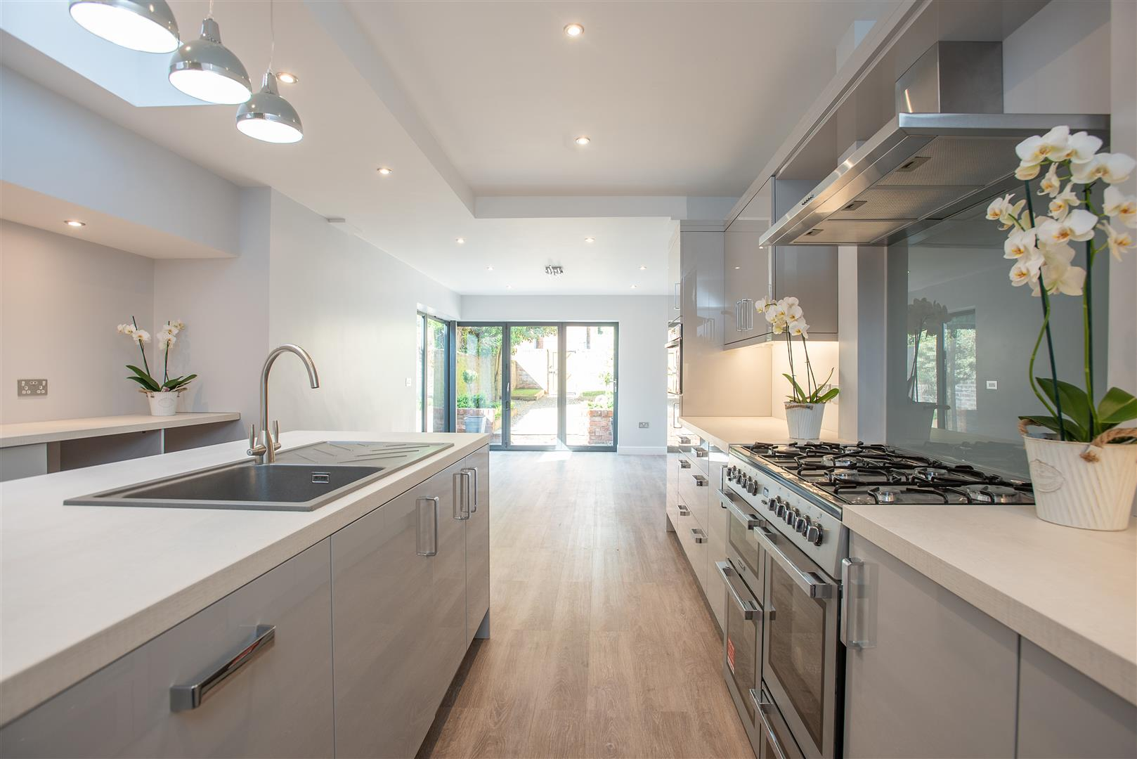 OPEN PLAN FAMILY KITCHEN AND DAY ROOM